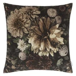Designers Guild Kudde Dahlia Noir Slate Cushion 55 x 55cm CCDG0922 (1-PACK) Kampanj 25% rabatt på hela köpet över 5000 kr (gäller ej rea och tyger) KOD. GTGYTKXL