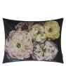 Designers Guild Kudde Le Poeme De Fleurs Midnight Cushion 60 x 45cm CCDG0925 (1-PACK) Kampanj 25% rabatt på hela köpet över 5000 kr (gäller ej rea och tyger) KOD. GTGYTKXL - 2-pack Kuddar med rabatt