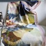 A Nyhet Designers Guild Pläd Kyoto Flower Peacock Throw 130 x 180 cm BLDG0196 digitaltrykt på 100% merino ull (2-Pack) - 2-pack
