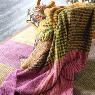 Designers Guild Pläd Katan Fuchsia Throw 130 x 180 cm Borstad mohair BLDG0199 (2-Pack) Kampanj 25% rabatt på hela köpet över 5000 kr (gäller ej rea och tyger) KOD. GTGYTKXL - 2-pack