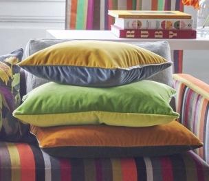 Designers Guild Kudde VARESE i 15 Färger 43x43 cm (1-PACK) Kampanj 25% rabatt på hela köpet över 5000 kr (gäller ej rea och tyger) KOD. GTGYTKXL