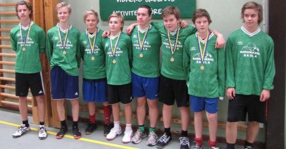 På bilden ser vi. Tim Nyh, Johannes Bohlin, Simon Ehrström, Hugo Burvall, Jonas Carlsson, Johan Lindholm, Philip Nilsson, Daniel Lindström