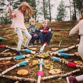 """Skapande skola projekt """"Land art"""" med elever åk 4-6 Hok skola, Vaggeryds kommun,  på uppdrag av ReMida"""