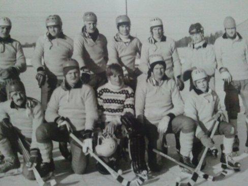Bandy på KÅREVALLEN 1978..tre bröder Hassius, två bröder Karlsson, två bröder Eriksson...