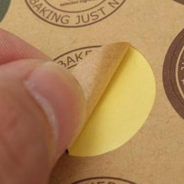 Bruna rustika etiketter