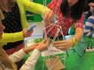 Puspyssel, bygg ett högt och hållfast torn av strå.