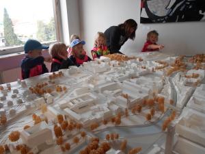 Djäknebergets förskola besöker Stadsbyggnadskontoret i Västerås
