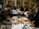 Gymnasister och arkitekturskoleelever gör ikosaedrar tillsammans