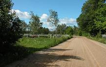 Träningen sker i naturskön miljö där både hästar och människor trivs
