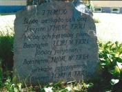 Minnesstenen frmför prästgården. Foto Gunilla Blomberg
