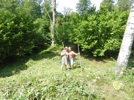 Gunnel som bor granne med min syster Pirjo (sommargotlänning) i Sanda och Gunilla, en av våra grannar