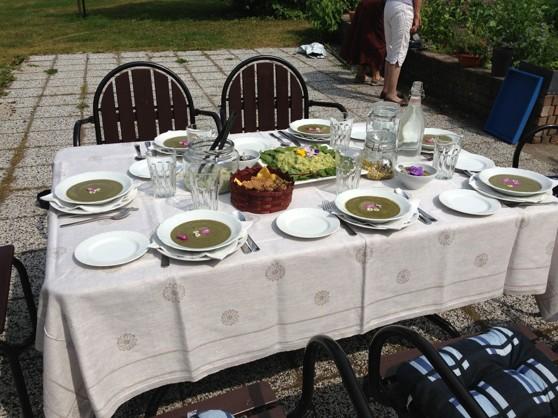 Bordet är dukat för raw-food lunch