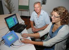 Marita får frekvensbehandling                                    Bild: Marianne Westerlund