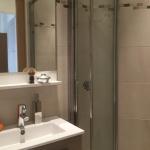 Badrum m dusch för gäster