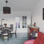 Vardagsrum med matbord