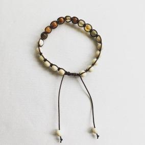 • 18 Bead Wrist Mala   Shamballa   Höstbrun Agat   Magnesit