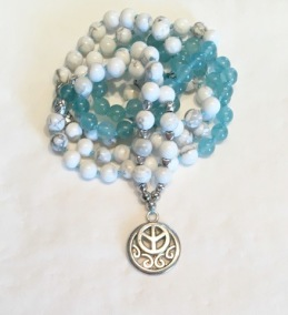 •108 Bead Mala  Medelhavsblå Jade Howlit (N93)