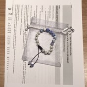 • 18 Bead Wrist Mala | Himmelsblå Eldagat | Vit Hematit (W187)