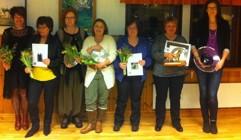 Glada hundägare som visat framfötterna och fick pris på Årsmötet. Fr v Gittan Sunnergren, Tina Rosén, Åsa HolmJalnefur, Janneke Plomp, Monica Mörk, Ewa-Maria Hellander och Anne Karlsson.