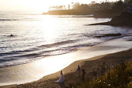 Inte en helt ovanlig syn. Vet inte ens hur många brudpar vi sett gifta sig här och brudar som blivit fotade i solnedgången. Men nog förstår jag väl att kulissen lockar...