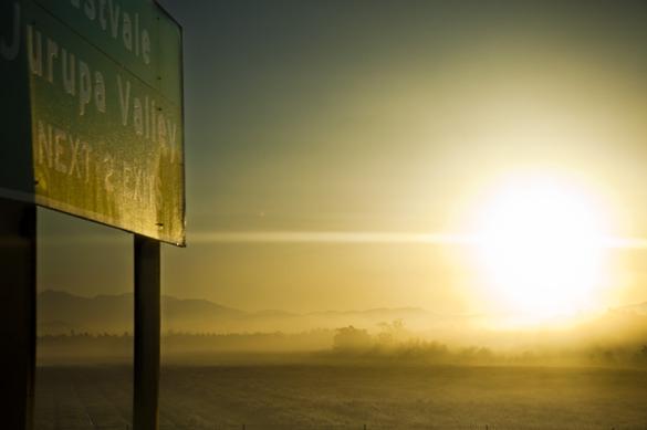 Magiskt ljus på väg till San Bernadino i soluppgången.
