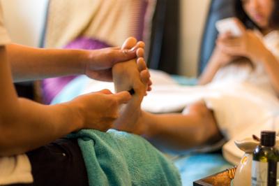 Prova fotmassage, perfekt efter en lång dag i stan eller på golfbanan!