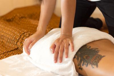 Thaimassagen kan även ges ihop med oljemassage för att kombinera effekterna av bägga massage typerna.