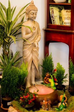 Välkommen in för en avslappnade thailändsk behandling, vi har vaxning för män och kvinnor, solarium, thaimassage, oljemassage, fotmassage, örtmassage och aroma massage i göteborg.