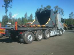 Transport av stor grävskopa