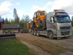 Transport av hjullastare med extra släp