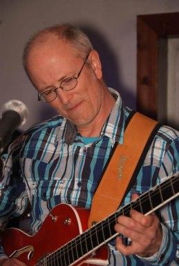 Peter är också en mycket duktig gitarrist med eget band
