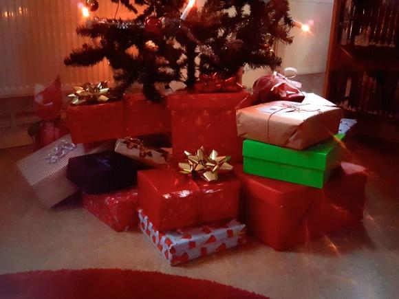 Tack alla som skänkte en julklapp i Samband med Tillberga Julmarknad 2018.