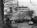 Aallotar krockar med Breviks ångbåtsbrygga 1972.