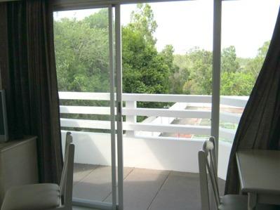 Balkongen innnan installation av myggdörr