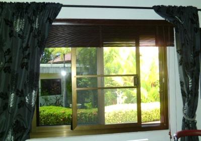 Installerat myggfönster i Thailand Dream Village