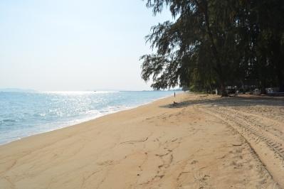 Baan Saithong är belägen invid Chakpong beach...