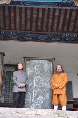 Med en god vän och fantastisk konstnär i Kina 2012. Vi ser framemot en utställning av hans fina tavlor på Yangtorp.