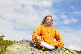 Master Marcus i meditation på norska fjället 2012