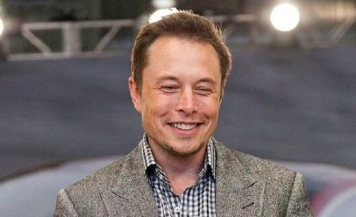 Elon Musk har många skäl att vara glad.