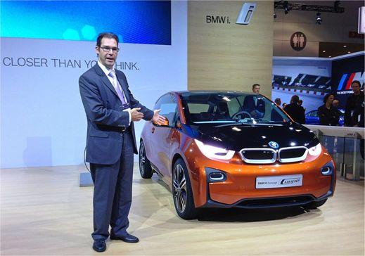 Oliver Walter med BMW i3 (Foto: bmwi3.blogspot.se)