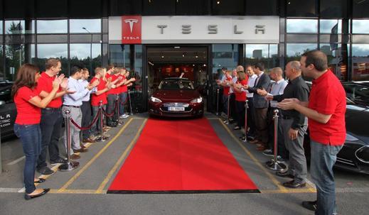 Ut rullar de första Europeiska ägarna av Model S