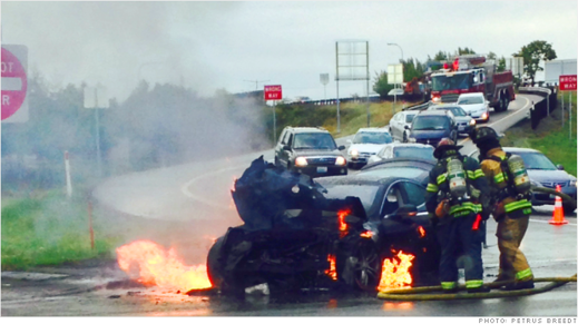 Efter kollision med stort metallföremål utbröt eld i en battericell på en Tesla Model S