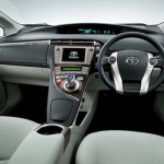 2014-toyota-prius-plug-in-hybrid3-interior-japanese-version_100442723_l