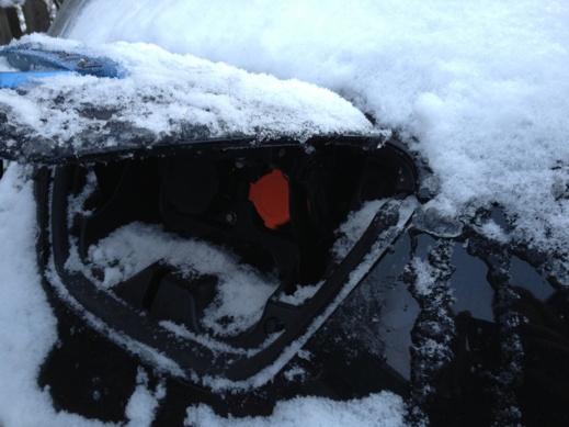 Svårt att stänga luckan till laddinataget när det bildats is i alla skrymslen