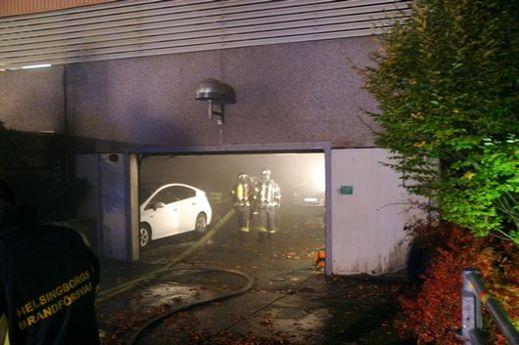 Elbil brann i Helsingborg imorse. Bild Helsingbors Dagblad