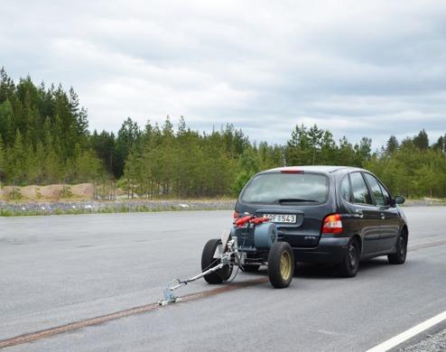 Ladda elbilen när du kör på motorvägen