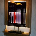 """Skulptur i glas """"Roslagen"""" av Marie Berntsson. Ljusramen av I. Krause"""