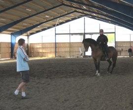 Christofer undervisar på Gesta gård