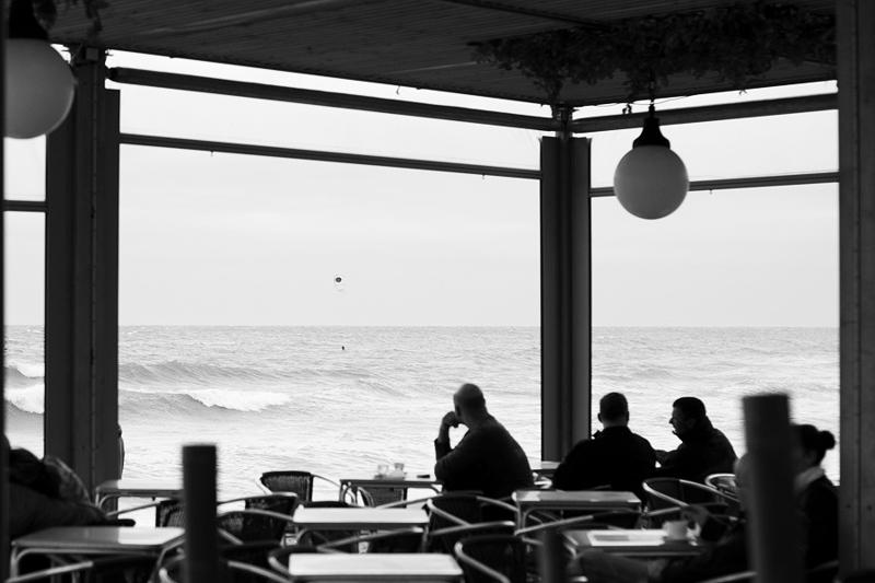 Endast 15 minuter med buss eller cykel från Ramblan rullar surfvågorna in på Barcelonetas stränder. Det är få städer av Barcelonas storlek som kan avnjuta lyxen av stora vågor som rullar in ett långt stenkast från centrum.