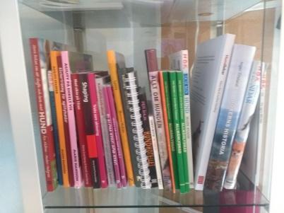 Några av klubbens böcker.